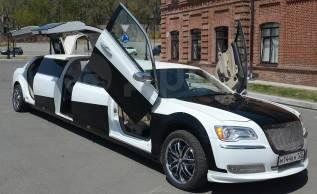 """Красивый Лимузин Крайслер 300C с дверями """"Крылья чайки""""!"""