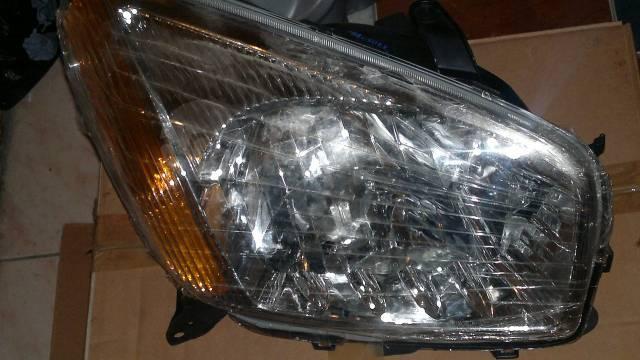 Продам фары (оптика) Toyota Rav4 00-05г. в.