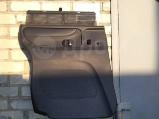 Блок управления стеклоподъемником левой задней двери на Honda N Box.