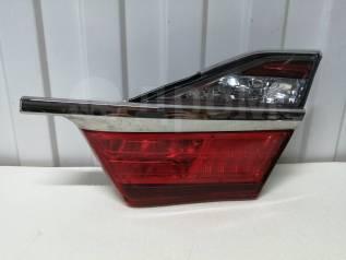 Фонарь задний внутренний правый Toyota Camry 55