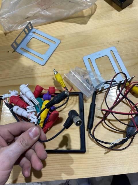 Провода вместе с рамкой для магнитолы