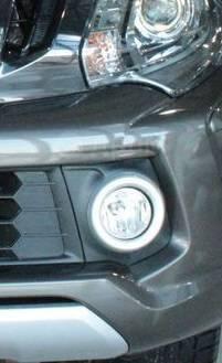 Рамка на туманку оправа Mitsubishi L-200, левая 15435090W