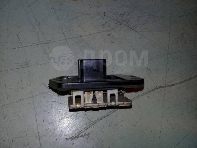 Резистор печки Toyota ist 8713852010