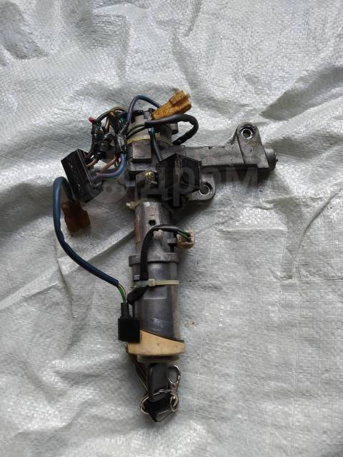 Замок зажигания с ключем в сборе Toyota Vista/Camry SV32, 6700232261