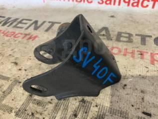Кронштейн опоры двигателя передний Toyota Camry SV41
