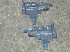 Крепление магнитолы. Honda Fit, GD1 L13A