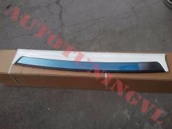 Накладка на задний бампер на LAND Cruiser 200 08-14г. (Белый ПЕРЛ. 070