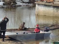 Плоскодонная лодка с подвесным водомётом
