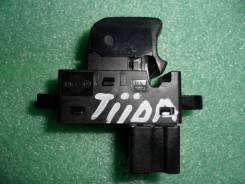 Кнопка стеклоподъемника. Nissan Tiida