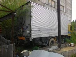 Продам битый грузовик-рефку на запчасти
