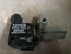 Клапан вакуумный. Toyota Corolla Fielder NZE121 90910.12257