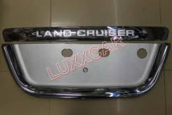 Накладка на заднюю дверь под номер  land cruiser 100 (хром)