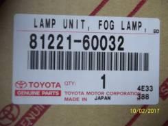 Фара противотуманную левую Toyota Land Cruiser 100 81221-60032 k