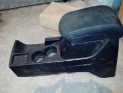 Продам Консоль подлокотника для Mitsubishi L200 8011A515