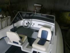 Пластиковая моторная лодка