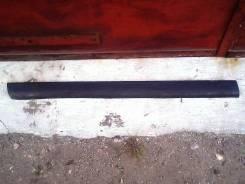 Накладка двери, наружняя (нижняя, левая)-Volkswagen Passat ) B5  