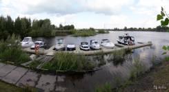 Стоянка катеров моторных лодок и яхт