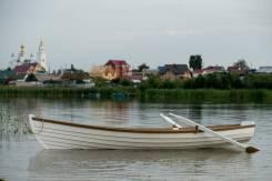 Деревянная весельная лодка