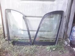 Стекло собачника Toyota Caldina ST (глухое)