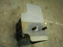 Кронштейн усилителя переднего бампера левый