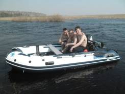Моторная лодка с прицепом