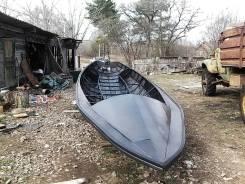 Стальная лодка водоизмещающего типа
