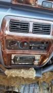 Центральная консоль магнитофона Toyota Lite Ace Noah SR50