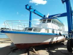 Моторная водоизмещающая яхта