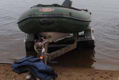 Лодка с мотором и телегой