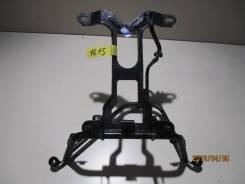 1615) Крепление переднего пластика (паук) Yamaha Majesty 250