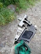 Кронштейн опоры двигателя правый передний QR20DE