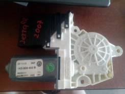 Мотор стеклоподъемника Volkswagen Jetta правый задний