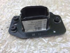 Кронштейн усилителя переднего бампера правый Volkswagen Polo 6R0804182