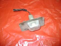 Плафон подсветки номера Mazda Familia 2002, левый задний