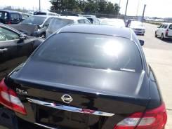 Стекло заднее Nissan Fuga Y51