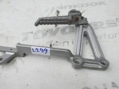 2299) Подножка задняя левая с кронштейном Kawasaki GPX 250