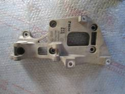 Кронштейн генератора Jetta 2006-2011; A3 [8PA] 2004-2013; Caddy III 2004