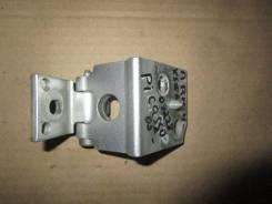 Петля двери передней правой нижняя Citroen Xsara Picasso 2005-