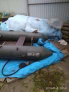Породам двух местную лодку с двигателем.