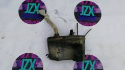Бачок стеклоомывателя. Toyota Mark II, GX90, JZX90, LX90, SX90 Toyota Cresta, GX90, JZX90, LX90, SX90 Toyota Chaser, GX90, JZX90, LX90, SX90