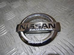 Эмблема на крышку багажника Nissan Quashqai 908904em0a
