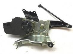 Механизм открывания задней двери Toyota Land Cruiser 200