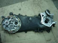 Левый картер двигателя на Honda LEAD (AF48)