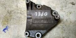 Крепление компрессора кондиционера. Opel: Tigra, Astra Family, Astra, Meriva, Zafira, Corsa Chevrolet Astra Chevrolet Corsa Z13DT, Z14XEP, Z18XE, A16L...
