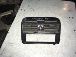 Центральный дефлектор и кнопка аварийки Subaru Legacy B11