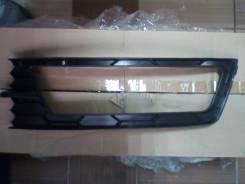 Решетка бампера переднего правая с отверстием на Skoda Rapid 2012-.
