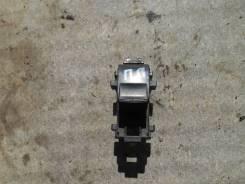 Кнопка стеклоподъемника. Toyota Corolla, ADE150, AZE141, NDE150, NRE150, ZRE142, ZRE151, ZZE150 Двигатели: 1ADFTV, 1NDTV, 1NRFE, 1ZRFAE, 1ZRFE, 2AZFE...
