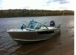 Продам моторною лодку Квинтрекс 455 с двигателем