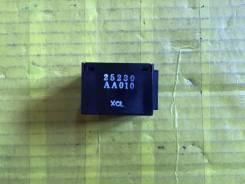 Блок управления замками Nissan Cefiro A33 25230AA010