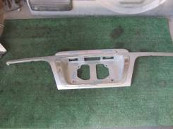 Продам Накладка 5-й двери Toyota Hiace Regius RCH41, 3RZFE